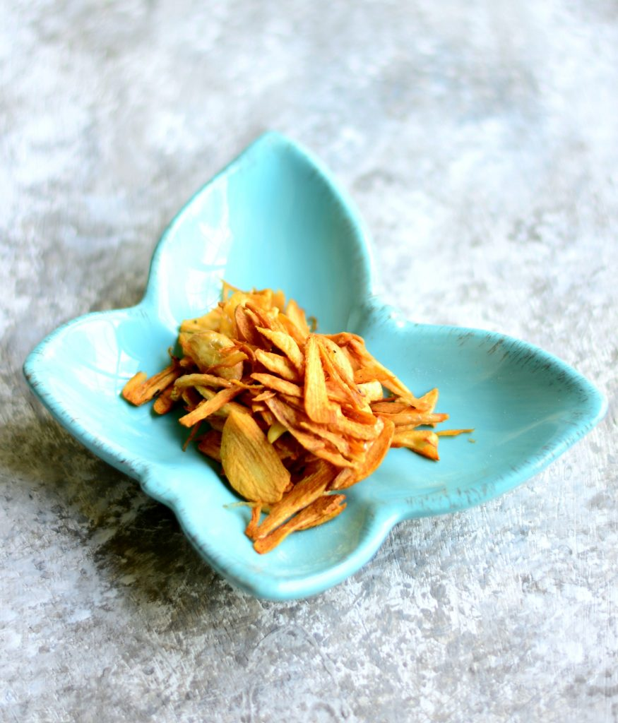 Burmese Green Mango Salad ingredients - Fried garlic