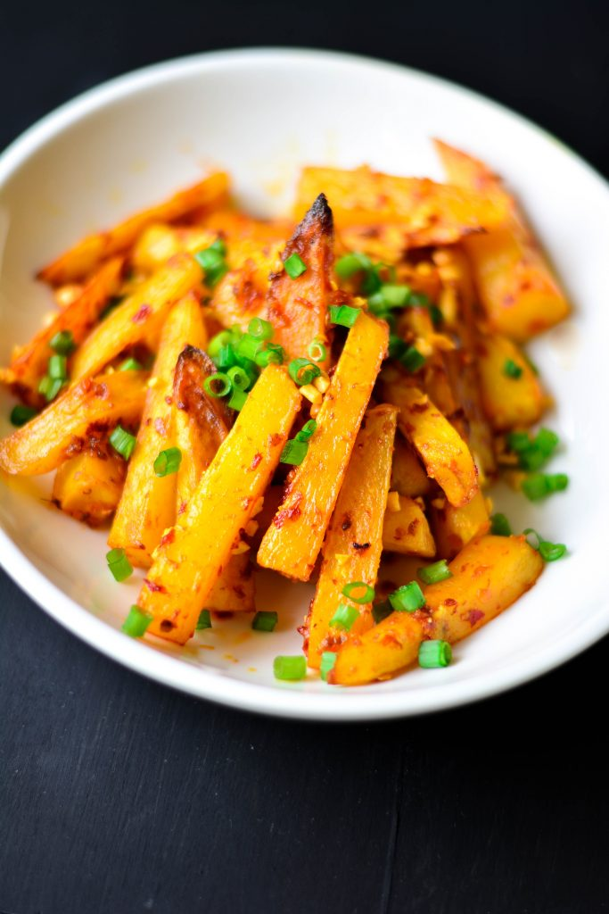 Spice up your usual Fries and make these BAKED Chilli Garlic Potato 'Fries' - Tastes just like deep-fried, spicy, crunchy and garlicky!